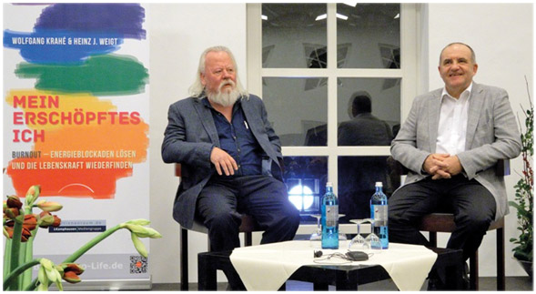 Wolfgang Krahé und Heinz-Jürgen Weigt während der Buchrelease-Party